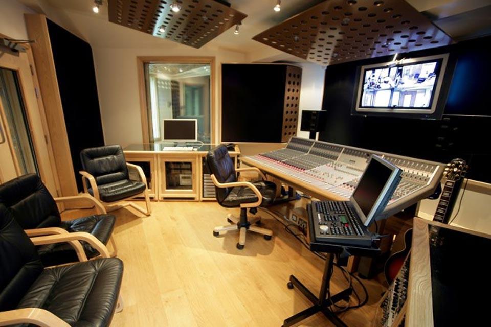 مقدار فضایی که برای راه اندازی یک استودیو موسیقی حرفه ای نیاز است وجود داشته باشد چه مقدار می باشد ؟