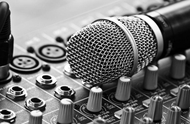 تعداد نیروی لازم برای شروع به کار یک استودیو موسیقی حرفه ای چند نفر می باشد ؟