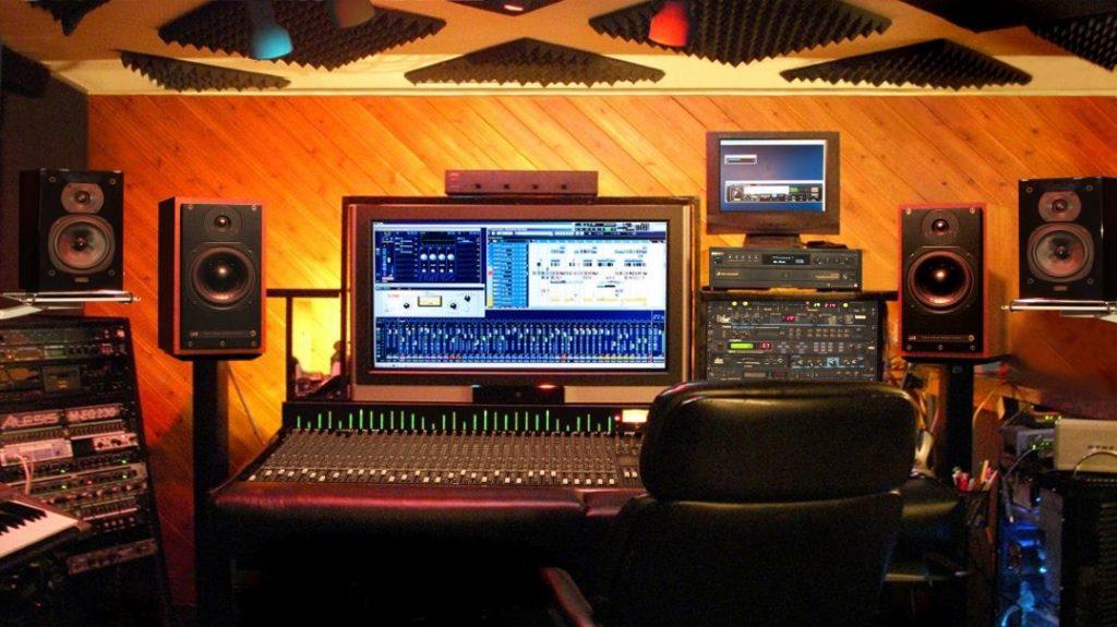 تجهیزات فنی مورد نیاز برای راه اندازی یک استودیو موسیقی حرفه ای شامل چه مواردی می شود ؟