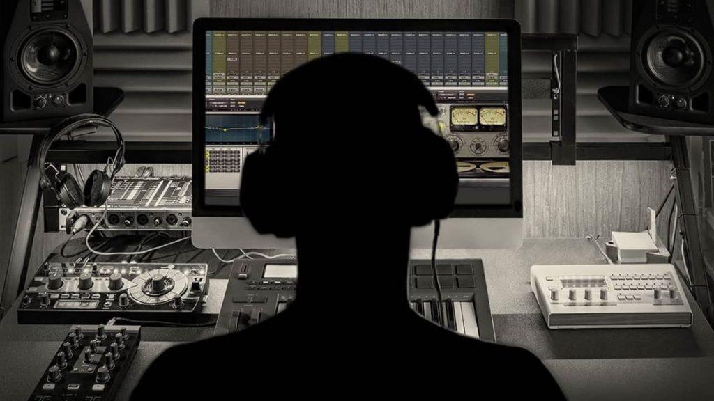 آموزش میکس آهنگ با استفاده از گوشی به چه صورت می تواند باشد: