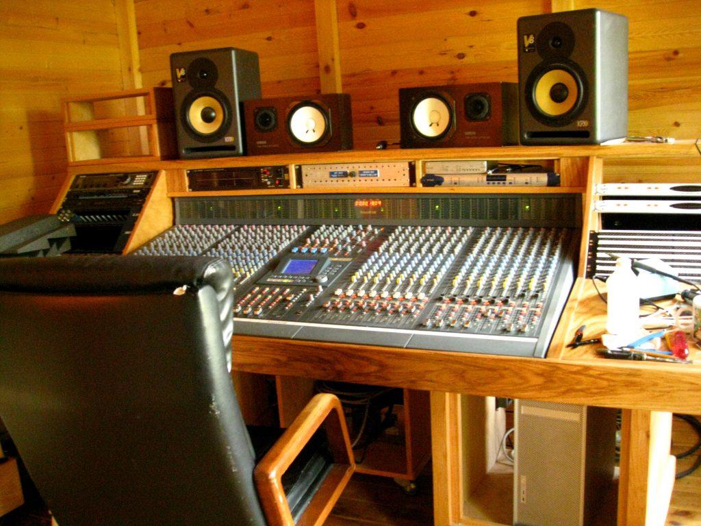 در چه صورتی ممکن است تاسیس استودیو موسیقی به عنوان یک کسب و کار از فرصت به شکست تبدیل شود ؟